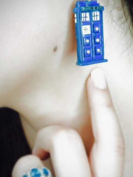 Vamers Store - Merchandise - Jewellery - Earrings - Doctor Who Inspired TARDIS Earrings 03