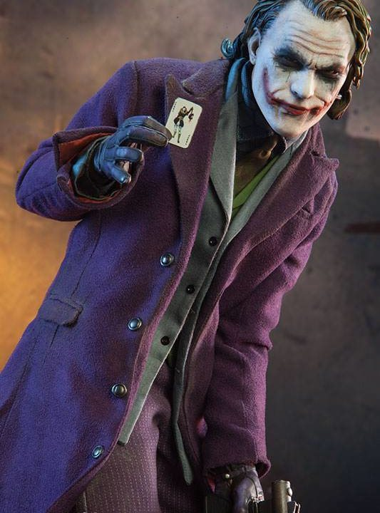 Vamers Store - Sideshow Collectibles - VS-SSC-PFF-TKTDR - The Joker 'The Dark Knight' Premium Format Figure - 02