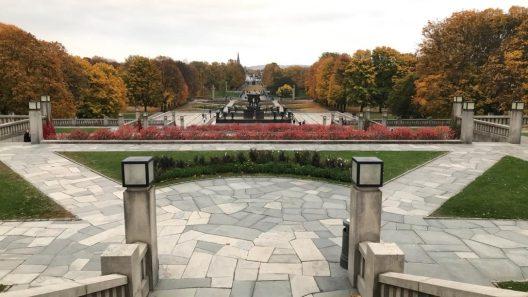 """Vista da escultura """"A Fonte"""", vigeland park, Oslo"""