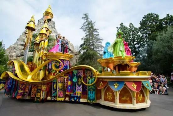 Datos Curiosos del Desfile Magic Happens en Disneyland