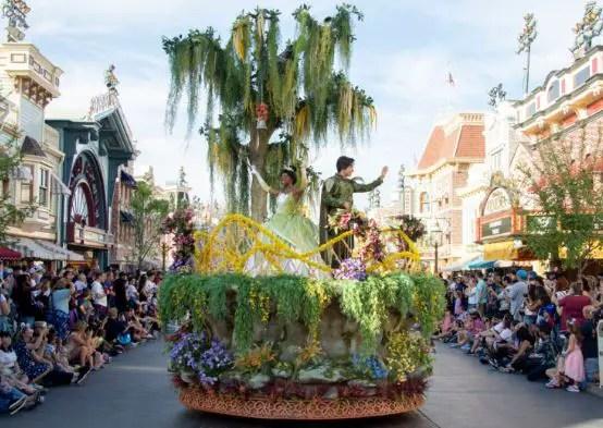desfile Magic Happens Disneyland