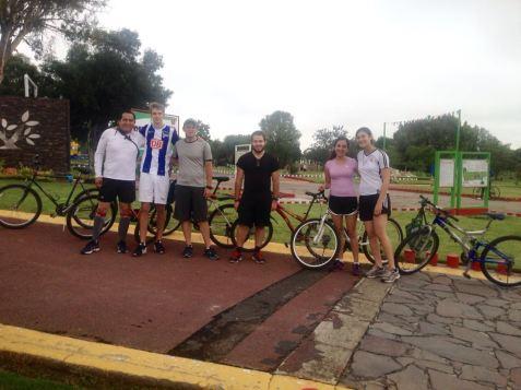 Mit Pater Tello, dem Projektleiter, Traves, ein Jesuit aus Californien, Jorge, Gaby und Sofia.