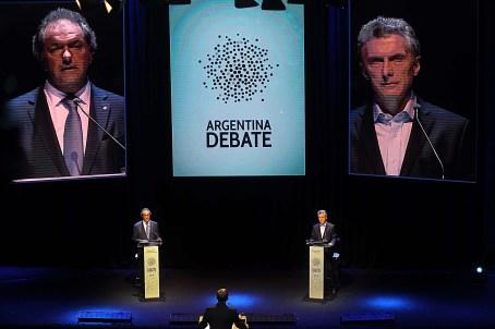 Se inicio el debate presidencial entre el candidato por el FpV, Daniel Scioli y el candidato por el Frente Cambiemos, Mauricio Macri, que se hace esta noche en la Facultad de Derecho. Foto: Victor Carreira/ema