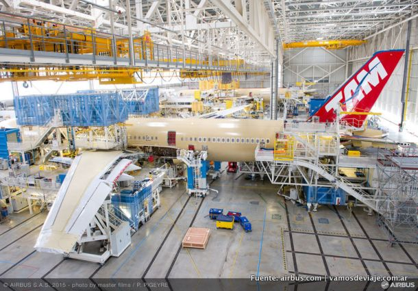 Airbus 350 pintado con el livery de TAM.