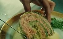 Couve de milão recheada com salmão escocês e cenouras do vale do luar