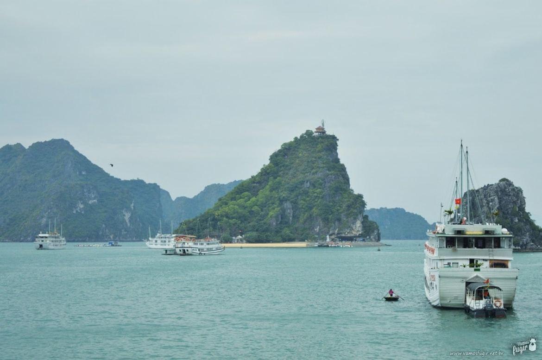 Praia em Halong Bay