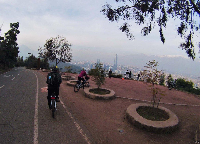 passeio de bike pelo Cerro San Cristobal