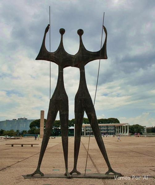 Escultura Os Guerreiros