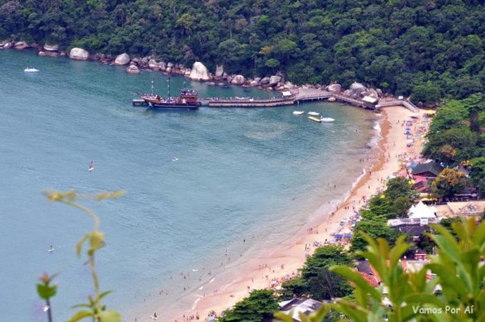 Praia Laranjeiras em Balneário Camboriú