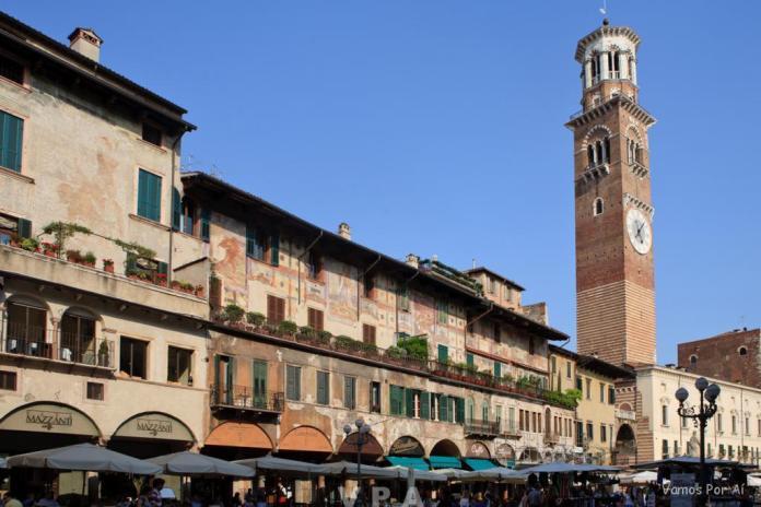 Piazza delle Erbe em Verona na Itália