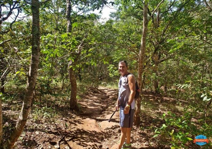 Trilha para a Cachoeira Cascatinha na Serra de Caldas