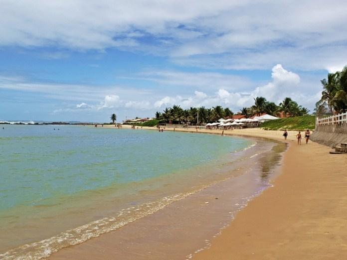 como é a praia de camurupim, barracas de praia na praia de camurupim