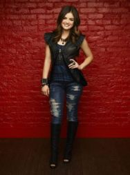 Aria Montgomery (Lucy Hale)