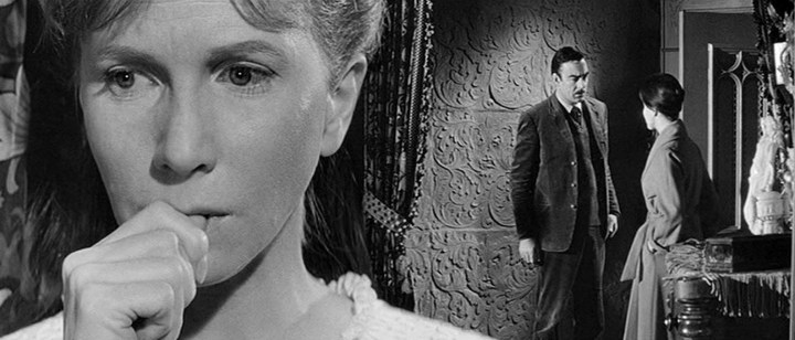 Haunting-1963-Julie-Harris.jpg