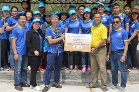 Đoàn viên Saigontourist trồng cây tặng Vàm Sát