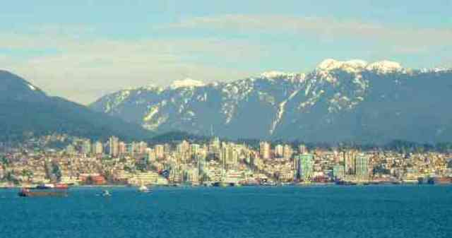 North Shore City and Mountains