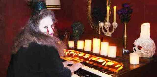 Glenhurst Manor Haunted Organist