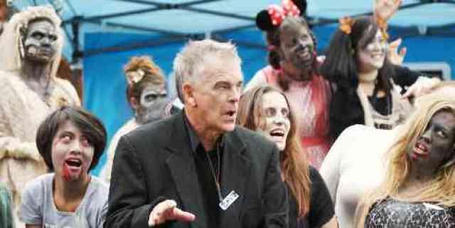 Thriller Zombie Dancers