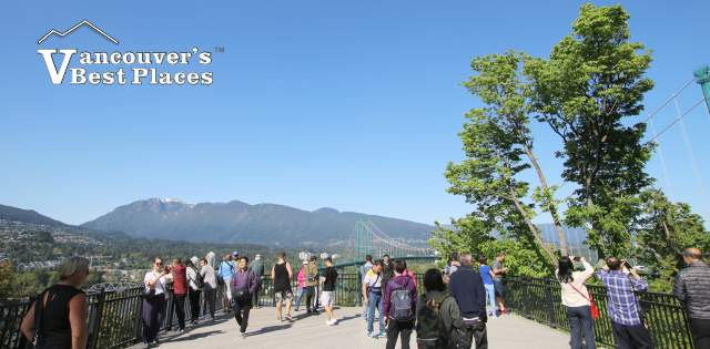 Tourists at Prospect Point Lookout