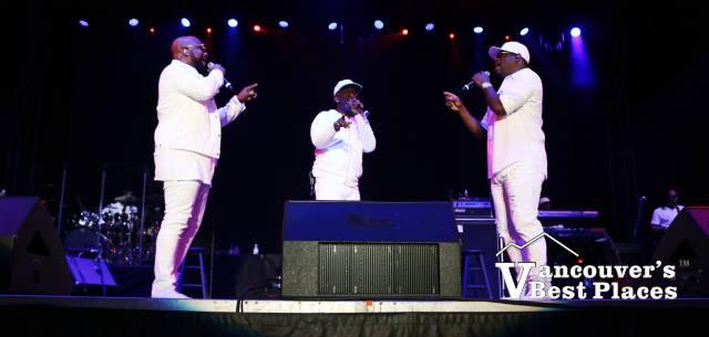 Boyz ll Men on Stage