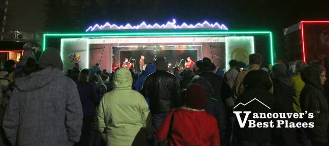 CP Holiday Train Crowds