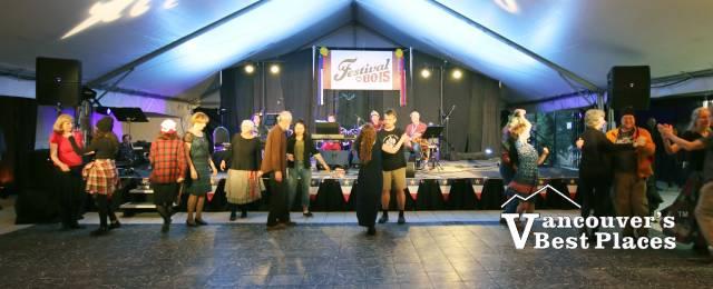Contra Dancing at Festival du Bois
