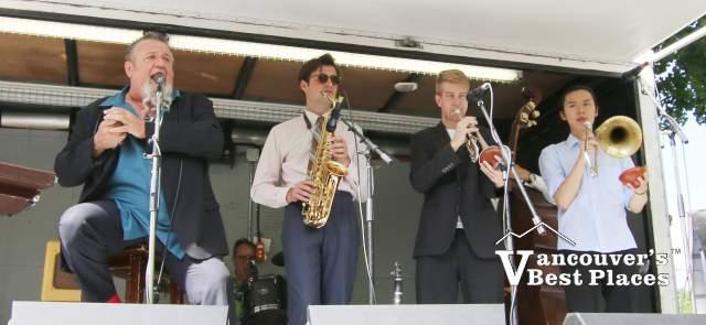 Harpdog Brown in Concert