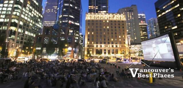 Movie in šxʷƛ̓ənəq Xwtl'e7énḵ Square