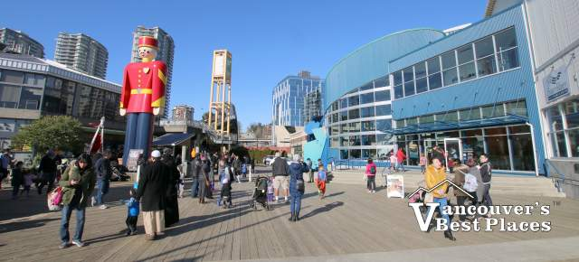 Fraser River Discovery Centre Plaza