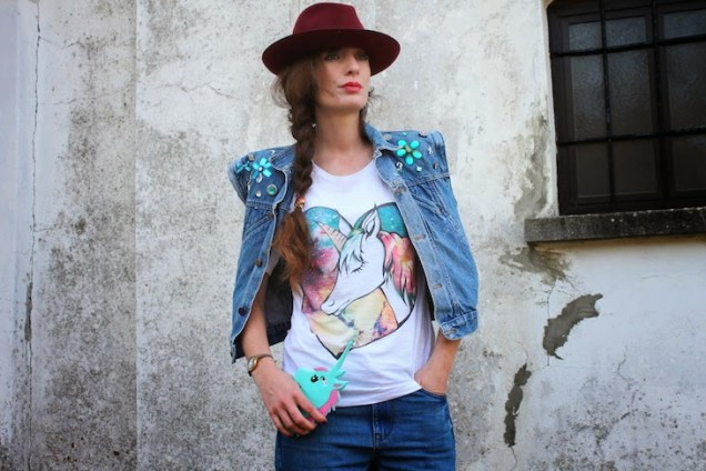 idea-outfit-total-look-denim-jeans-tshirt-unicorno-unicorn-tee-streetstyle-08