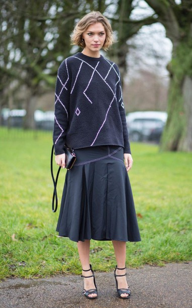 lx6g9n-l-610x610-skirt-sweater-sandals-springoutfits-londonfashionweek2016-fashionweek2016-streetstyle