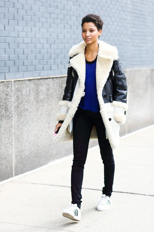 fwah2016_street_looks___la_tendance_peau_lainee_vue_a_la_fashion_week_de_new_york_automne_hiver_2016_2017_6_9605-jpeg_north_499x_white