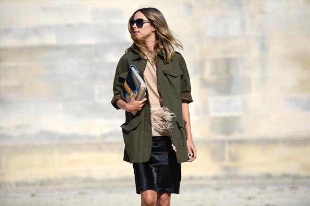 thestreetmuse_womenswear_fashion_streetstyle_photography_by_melaniegalea_in_paris_with_muse_candelanovembre_in_trench_paulacademartori_clutch_pencilskirt_sunglasses_beauty_dsc_2147-20150
