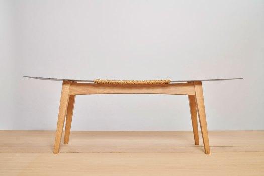 banqueta de madera y metal
