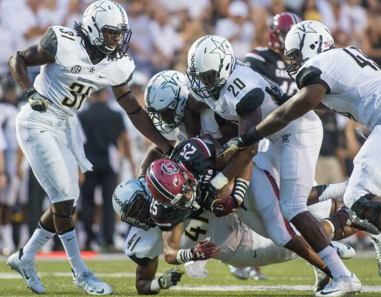 Zach Cunningham (41) makes a tackle as Vanderbilt lost against the South Carolina Gamecocks 13-10 at Vanderbilt Stadium September 1, 2016.