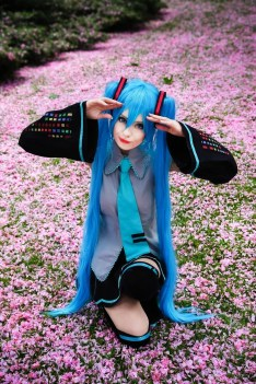 By: Hülya Nana Uğralı ( http://worldcosplay.net/member/Yuuannaa ) Maybe not Sona but lets call this also Sona (its of course Hasune Miku)