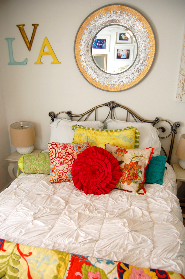 1-bedroom-anthropologie-interior-decor-colorful-vandi-fair-lauren-vandiver-fashion-blog-blogger