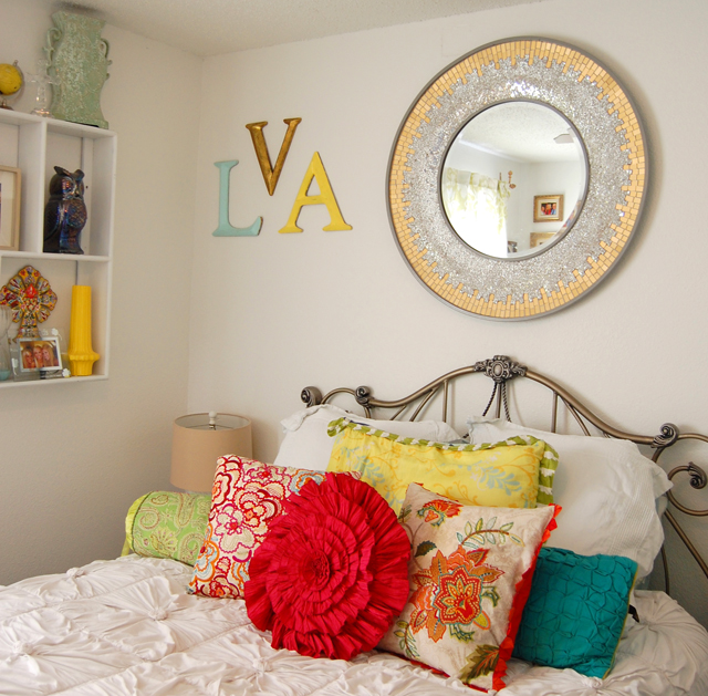 2-bedroom-anthropologie-interior-decor-colorful-vandi-fair-lauren-vandiver-fashion-blog-blogger