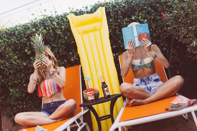 4-poolside-shoot-colorful-summer-swim-kayla-snell-photography-lauren-vandiver--vandi-fair
