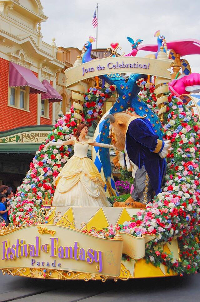 disney-world-parade-belle-beast