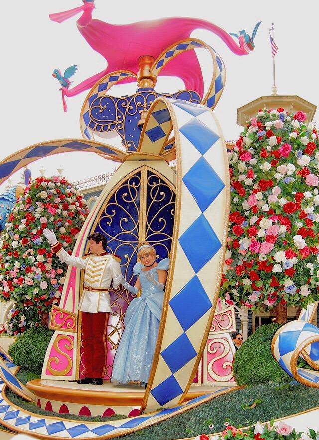 cinderella-float-disney-world-parade
