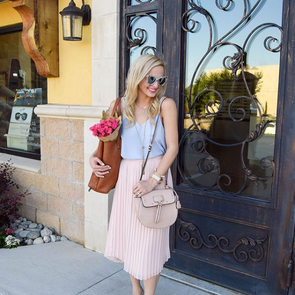 vandi-fair-blog-lauren-vandiver-dallas-texas-fashion-blogger-chelsea28-pink-pleated-midi-skirt-topshop-v-neck-cami-studded-t-strap-pump-nordstrom-wear-to-work-outfit-2