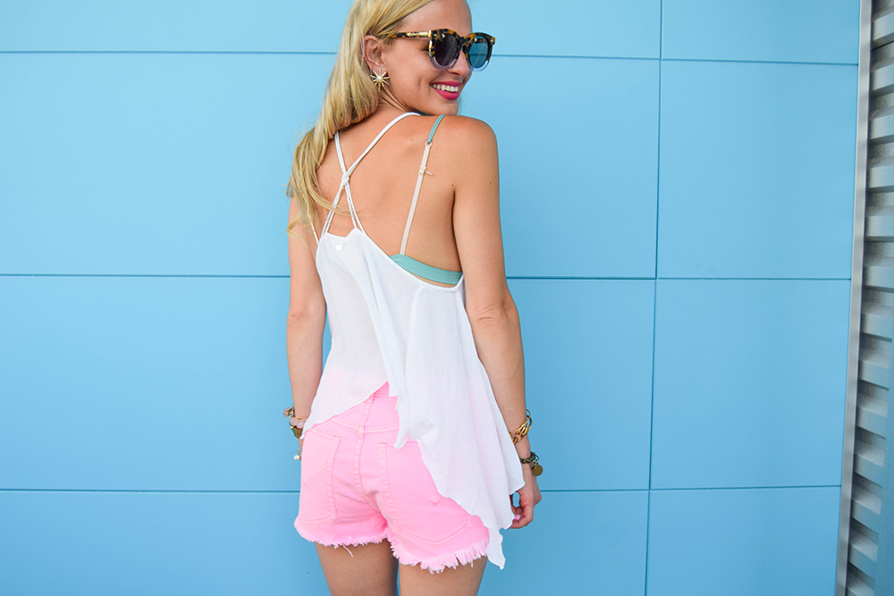 vandi-fair-blog-lauren-vandiver-dallas-texas-fashion-blogger-hudson-jeans-tori-hot-pink-high-rise-denim-cut-off-shorts-nordstrom-ripcurl-vagabond-white-tank -1