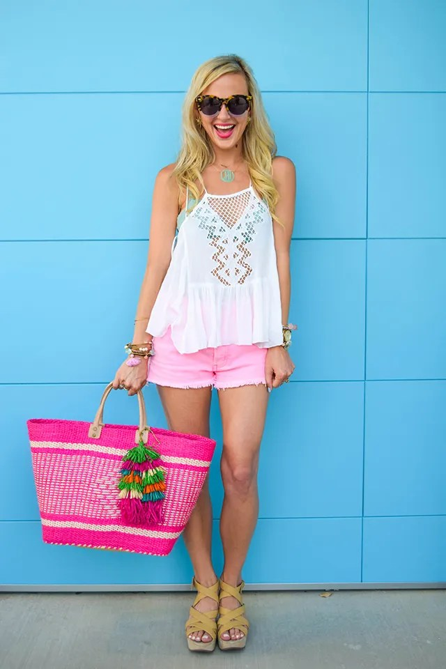 vandi-fair-blog-lauren-vandiver-dallas-texas-fashion-blogger-hudson-jeans-tori-hot-pink-high-rise-denim-cut-off-shorts-nordstrom-ripcurl-vagabond-white-tank-mar-y-sol-ibiza-woven-tote-2