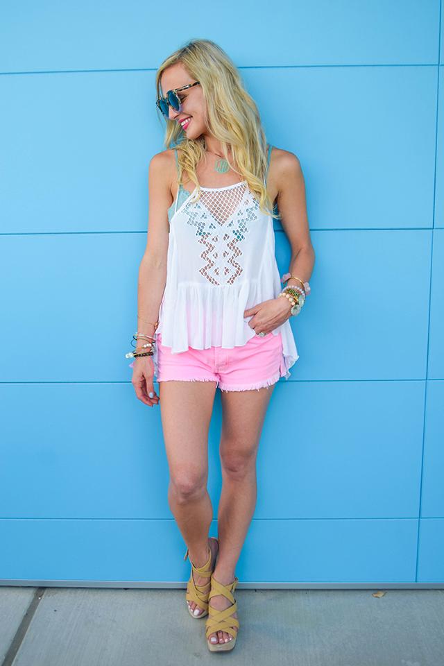 vandi-fair-blog-lauren-vandiver-dallas-texas-fashion-blogger-hudson-jeans-tori-hot-pink-high-rise-denim-cut-off-shorts-nordstrom-ripcurl-vagabond-white-tank-mar-y-sol-ibiza-woven-tote-8