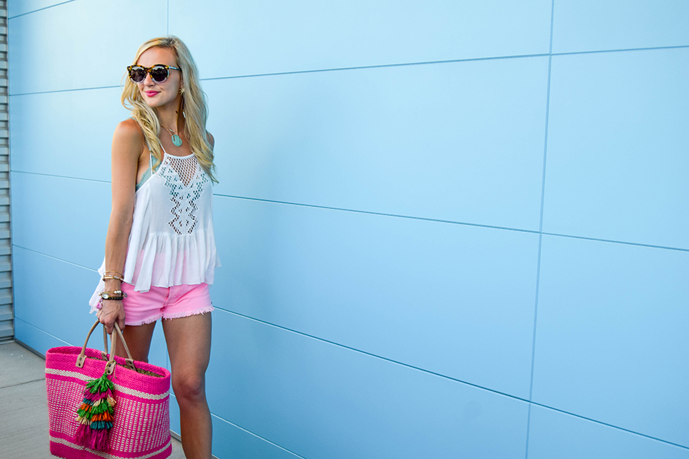 vandi-fair-blog-lauren-vandiver-dallas-texas-fashion-blogger-hudson-jeans-tori-hot-pink-high-rise-denim-cut-off-shorts-nordstrom-ripcurl-vagabond-white-tank-mar-y-sol-ibiza-woven-tote-9