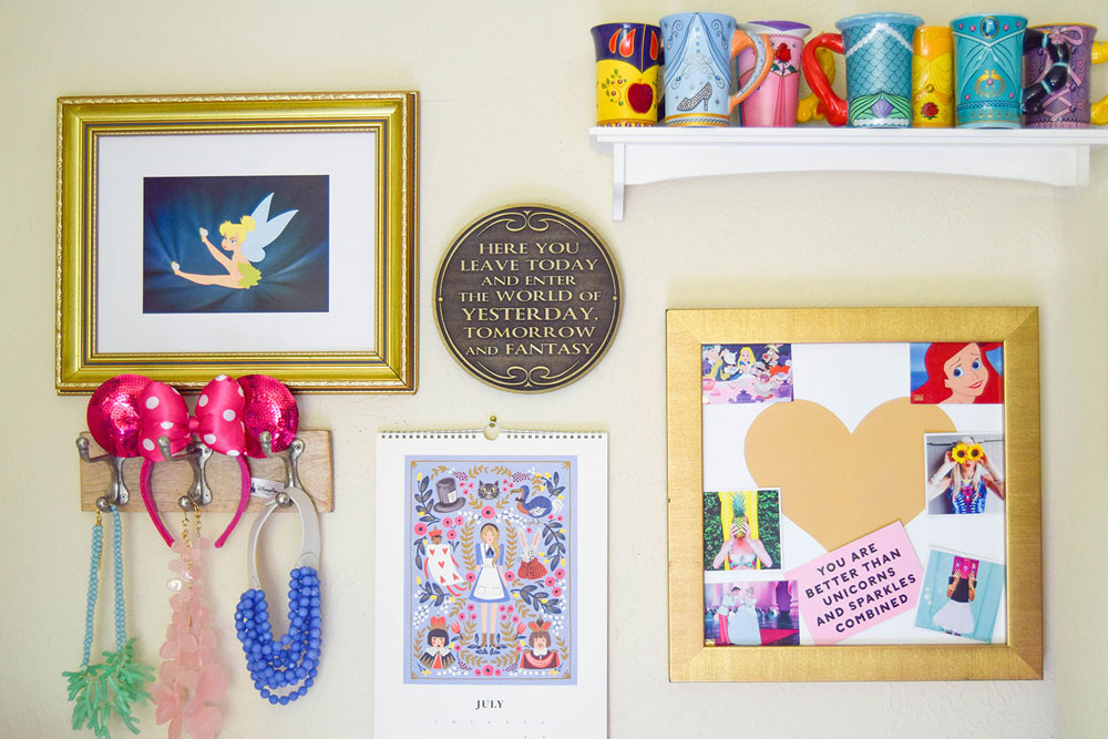 vandi-fair-blog-lauren-vandiver-dallas-texas-southern-fashion-blogger-disney-desk-style-home-office-decor-interiors-quest-design-canada-disneyland-world-plaque-replica