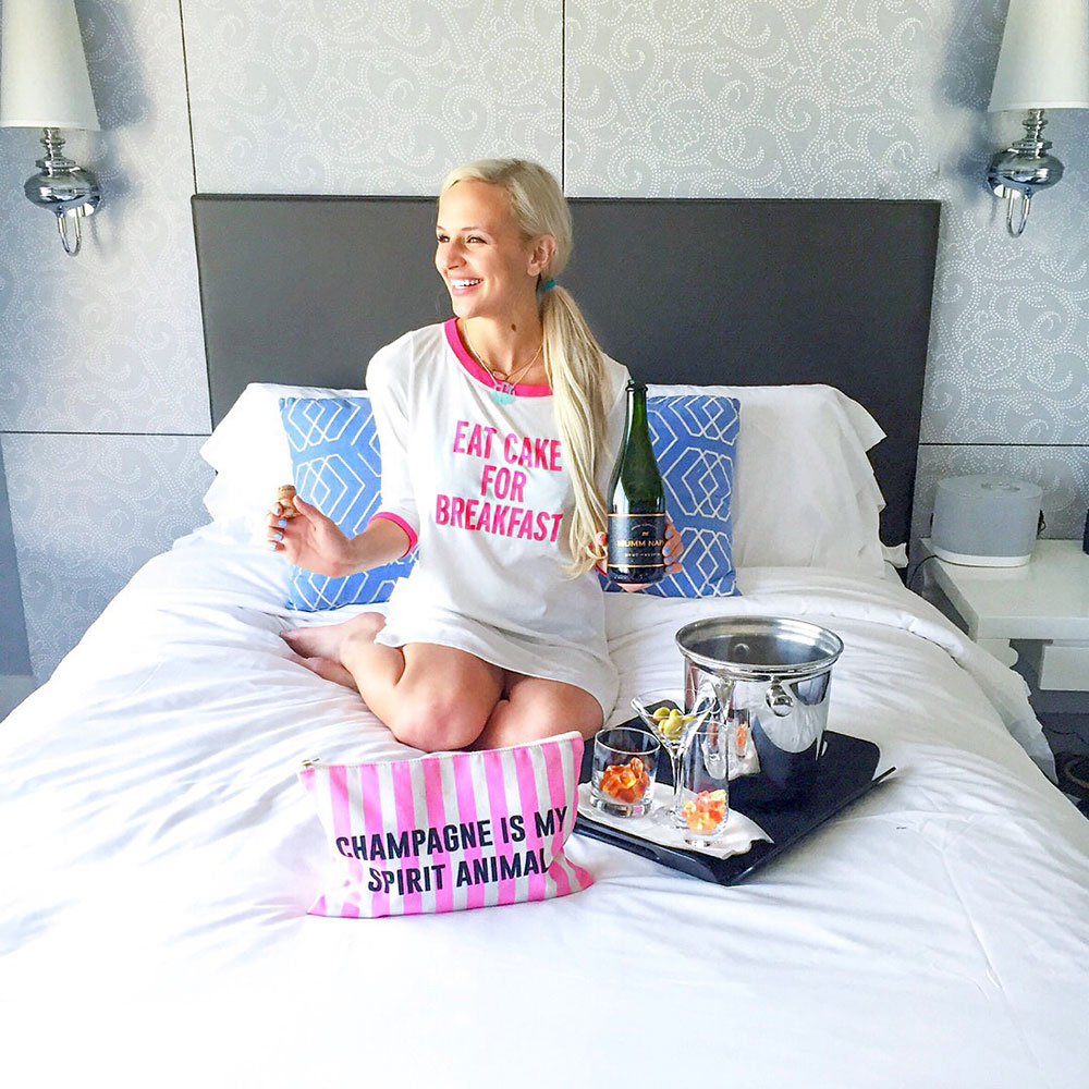 vandi-fair-blog-lauren-vandiver-dallas-texas-southern-fashion-blogger-staycation-w-hotel-austin-travel-vacation-atx-texas-review-eat-cake-for-breakfast-sleep-shirt-1