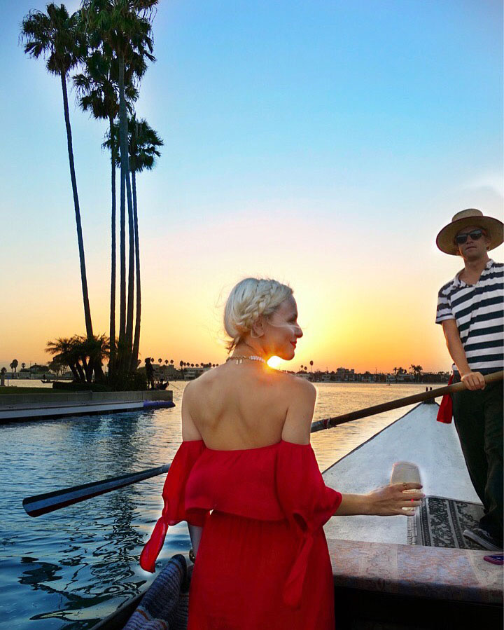 vandi-fair-dallas-fashion-blog-lauren-vandiver-southern-texas-travel-blogger-visit-long-beach-naples-canal-gondola-getaway