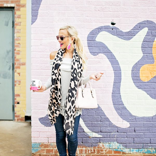 leopard-scarf-skinny-jeans-fall-outfit